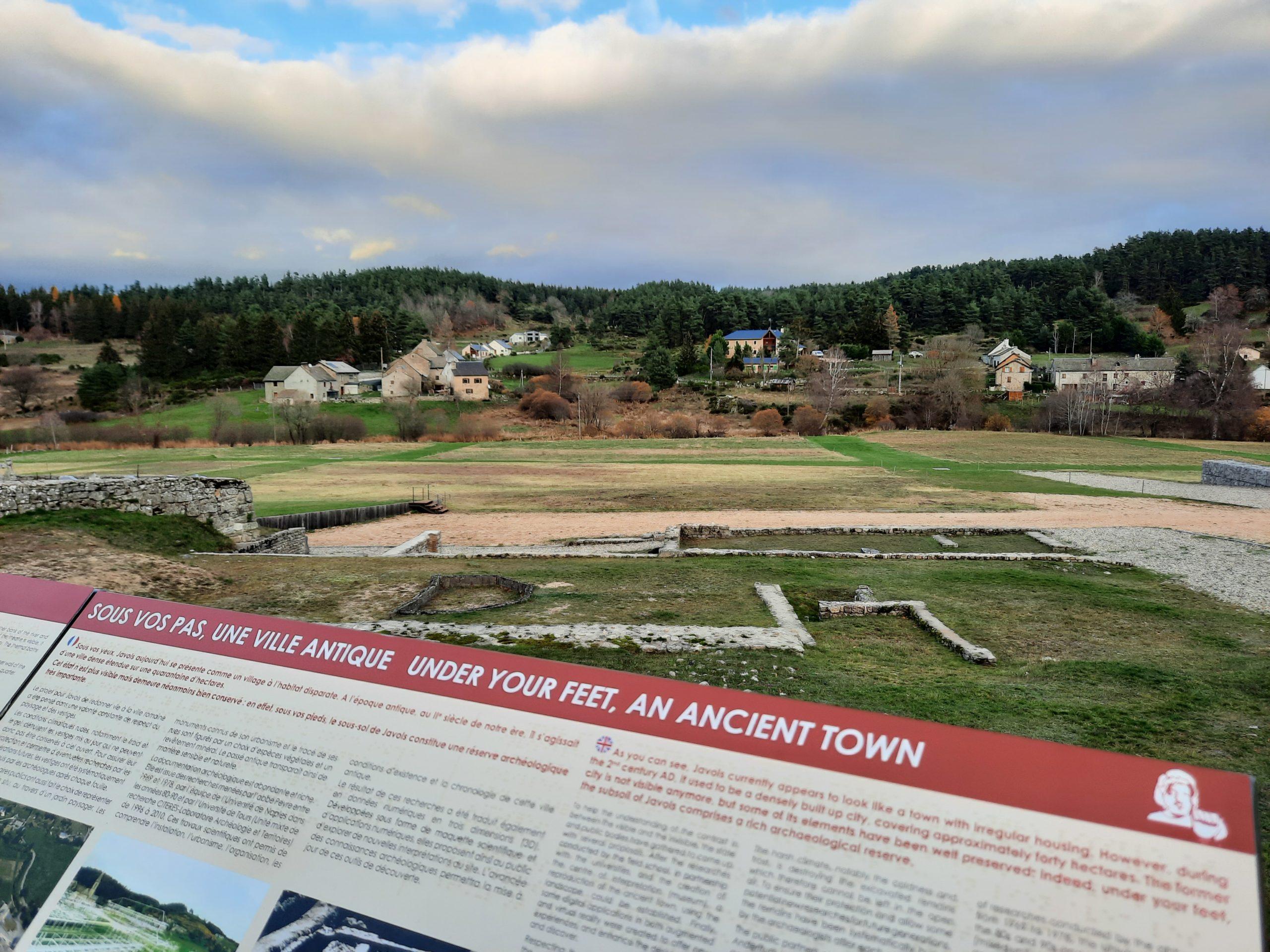 Découvrez en image les nouvelles installations du nouveau parcours de visite du site archéologique de Javols.